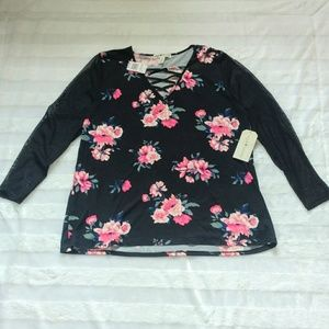 Eye Candy NWT Floral Top Size 1X 3/4 Sleeve